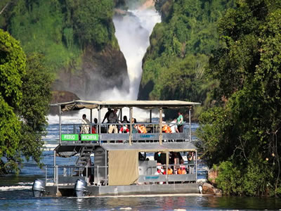 Boat-cruise to the base of the falls