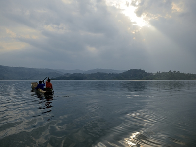 Canoeing lake bunyonyi